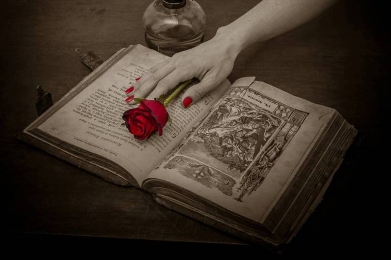 prayer-book-115252_1280