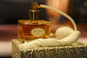 perfume-144546_1280