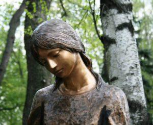 statue-179689_1280