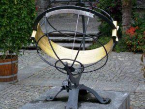 sundial-142509_1280