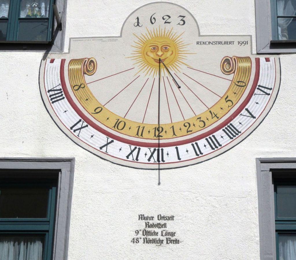 sundial-318850_1280
