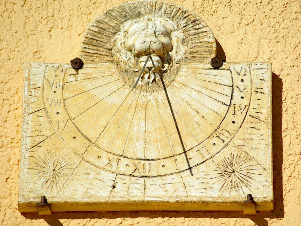 sundial-590497_1280