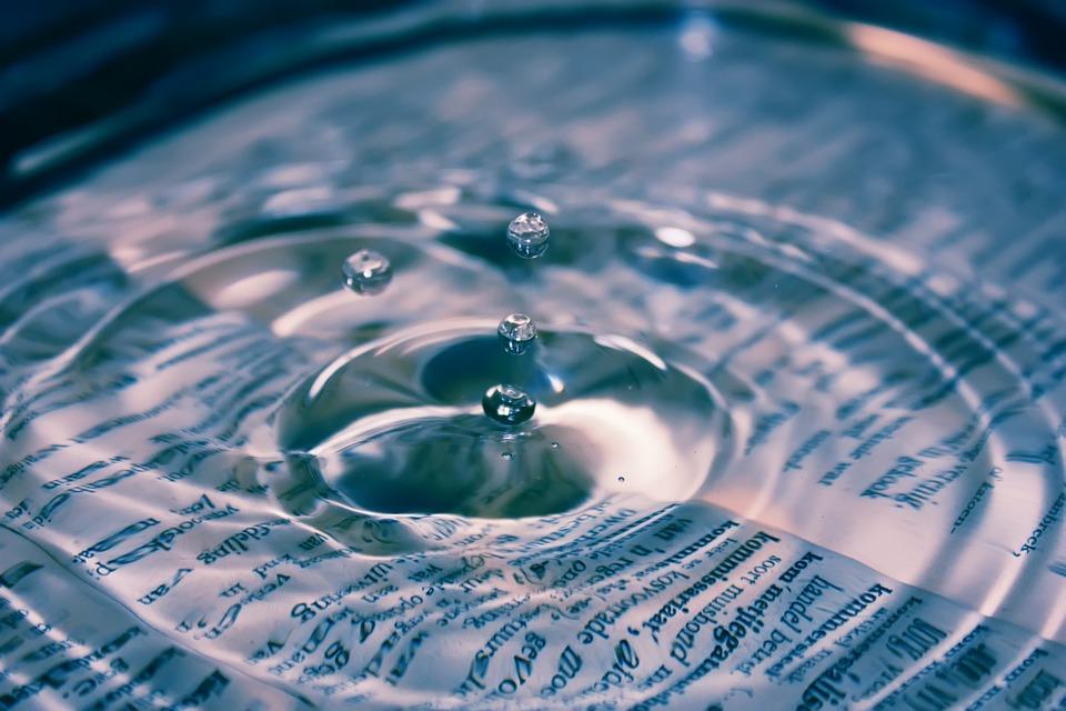 """Tajemství ,,obyčejné"""" vody - voda je vodivá"""