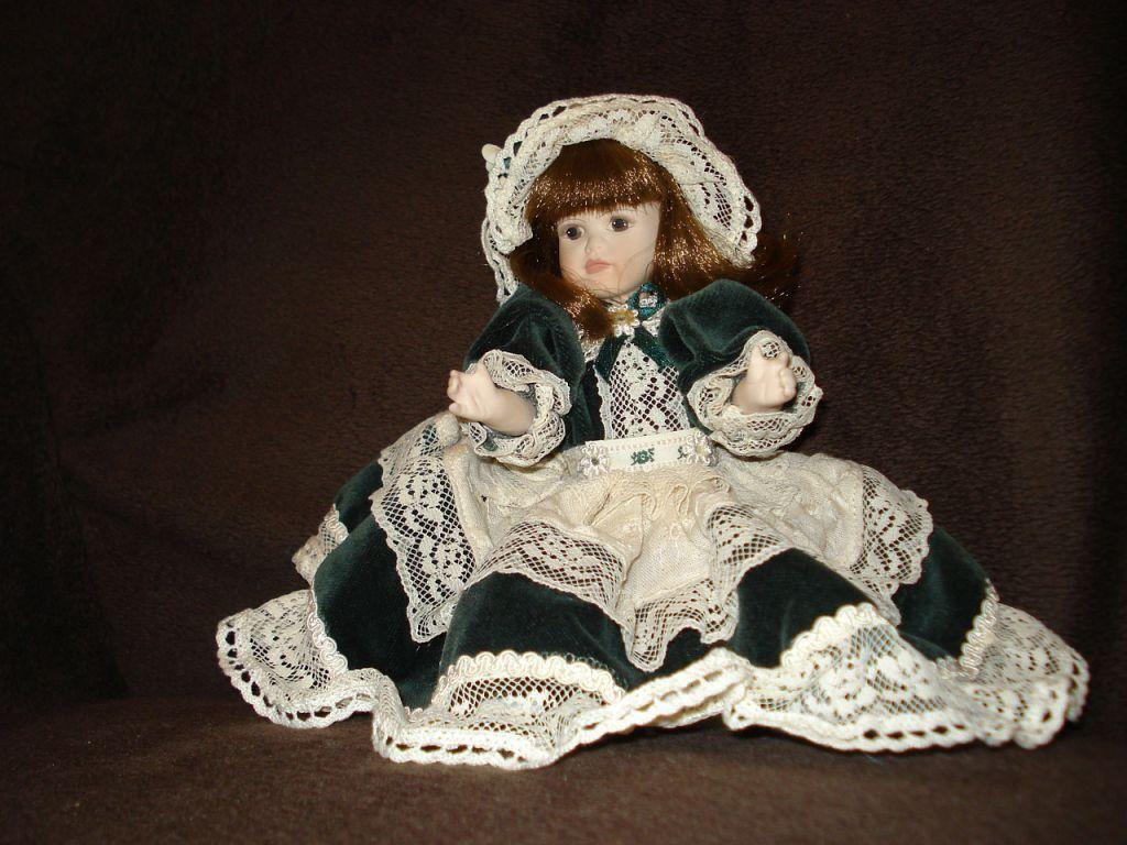 doll-557873_1280