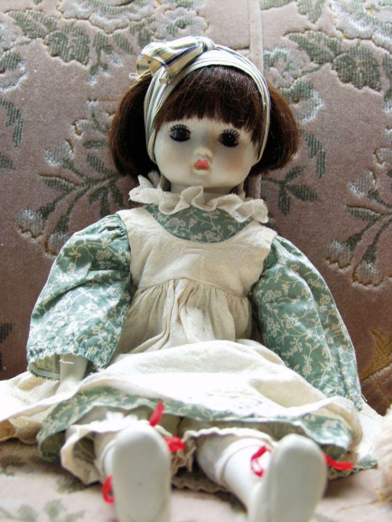 doll-63398_1280