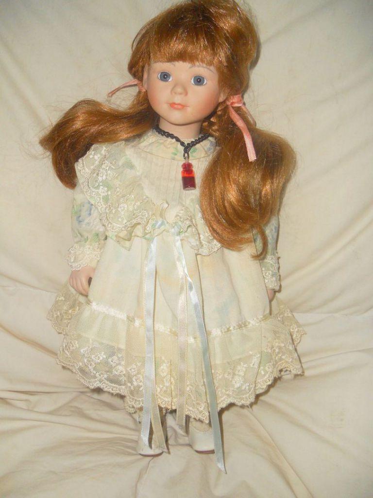 doll-72039_1280