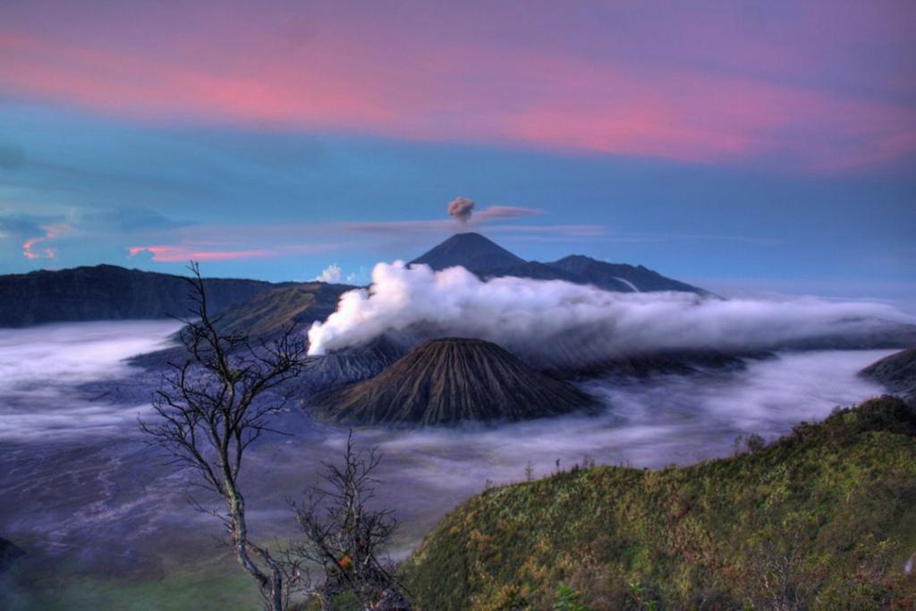 volcano-590136_1280