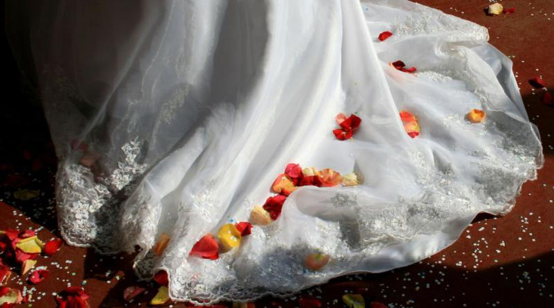 wedding-dress-168979_1280