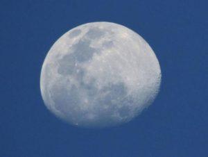 moon-415287_1280