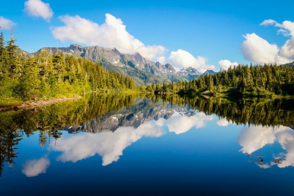 lake-1513196_1920
