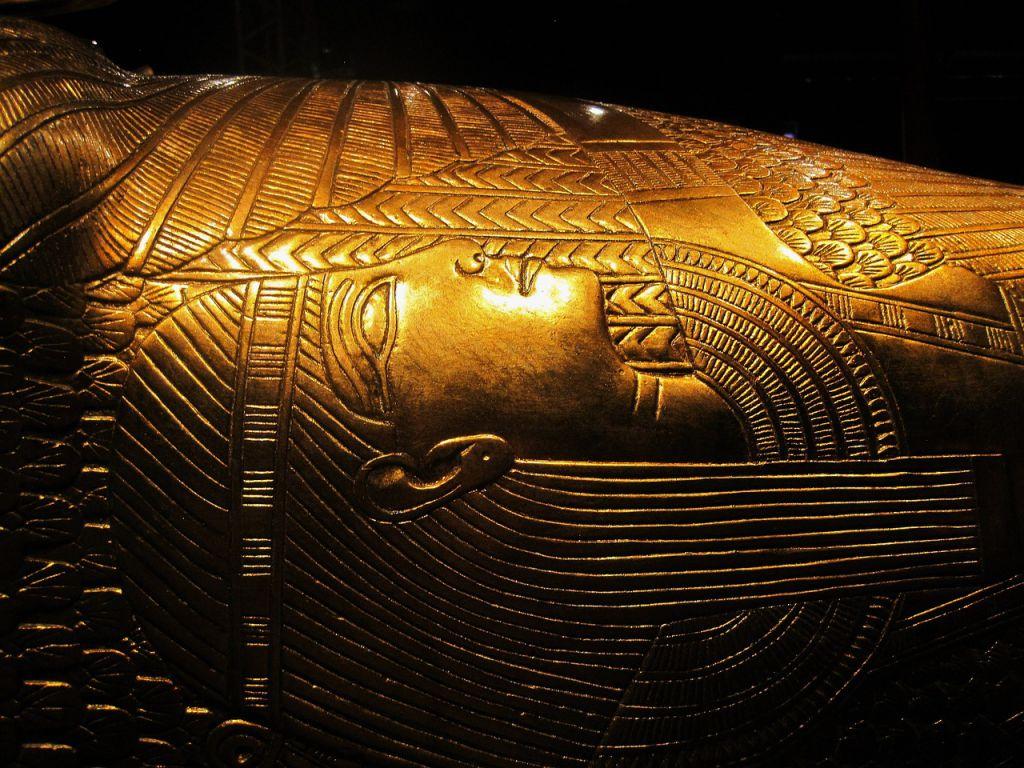 replica-of-tutankhamuns-treasure-792210_1280