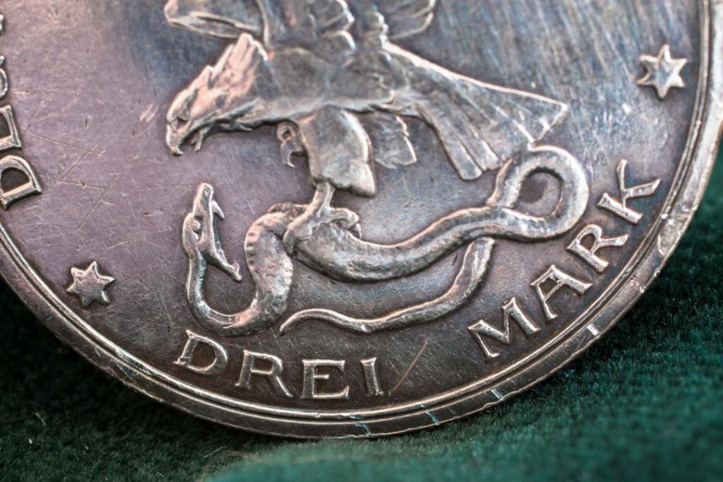 silver-coin-1404277_1920