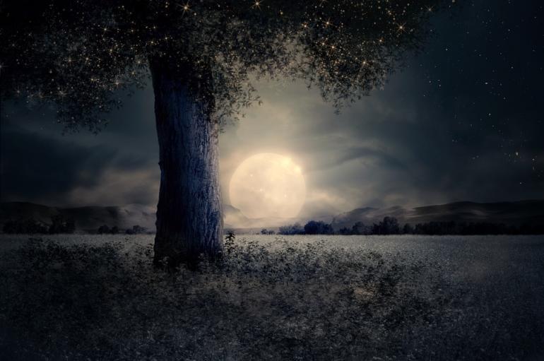 Červený úplněk (krvavý Měsíc) - přírodní úkaz