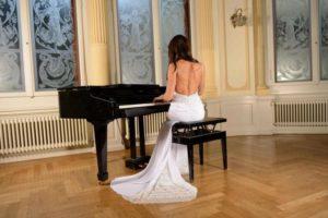 bride-301814_1280
