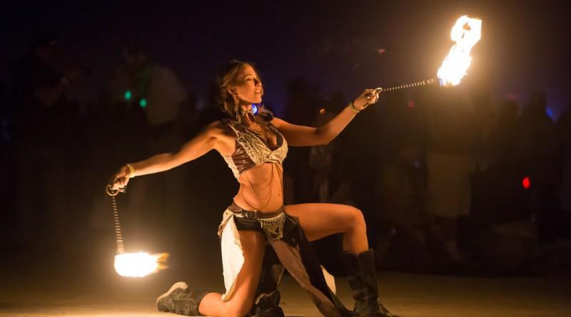 fire-dancer-558255_1280