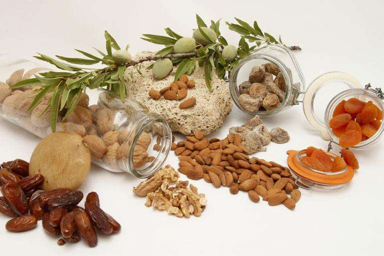 Zdravé mandle, pistácie, ořechy