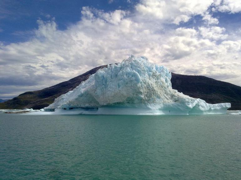 iceberg-1226095_1920