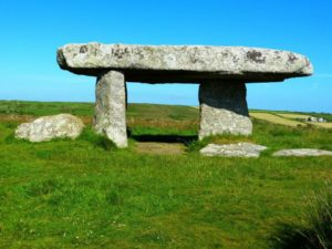 lanyon-quoit-510059_1920