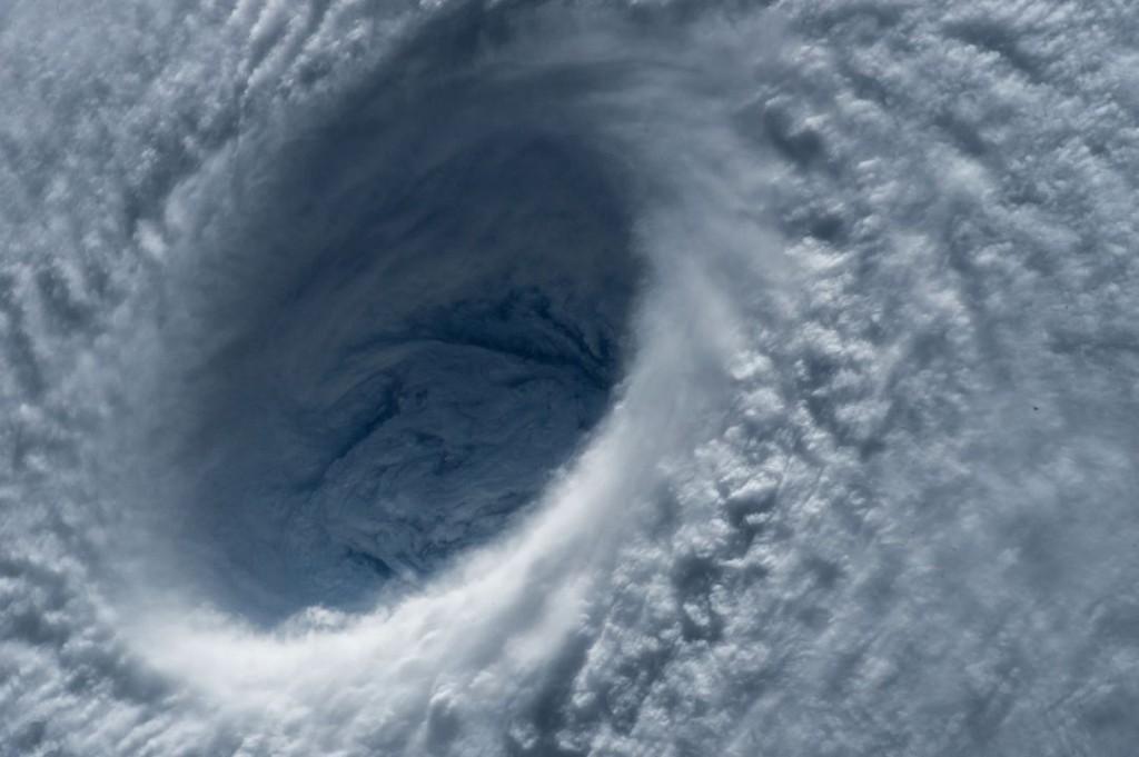 typhoon-1650677_1280