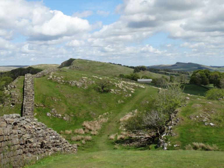 hadrians-wall-1383434_1920