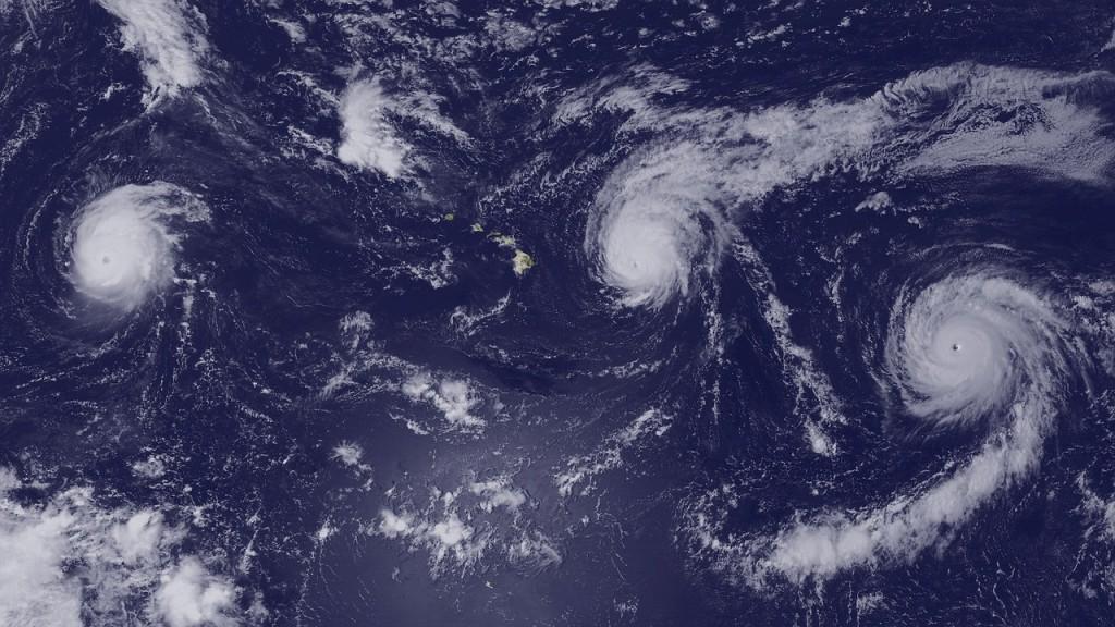 hurricanes-927042_1280