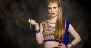 Indické sari a bindi (tečka na čele)