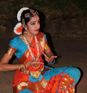 dancer-112614_1920