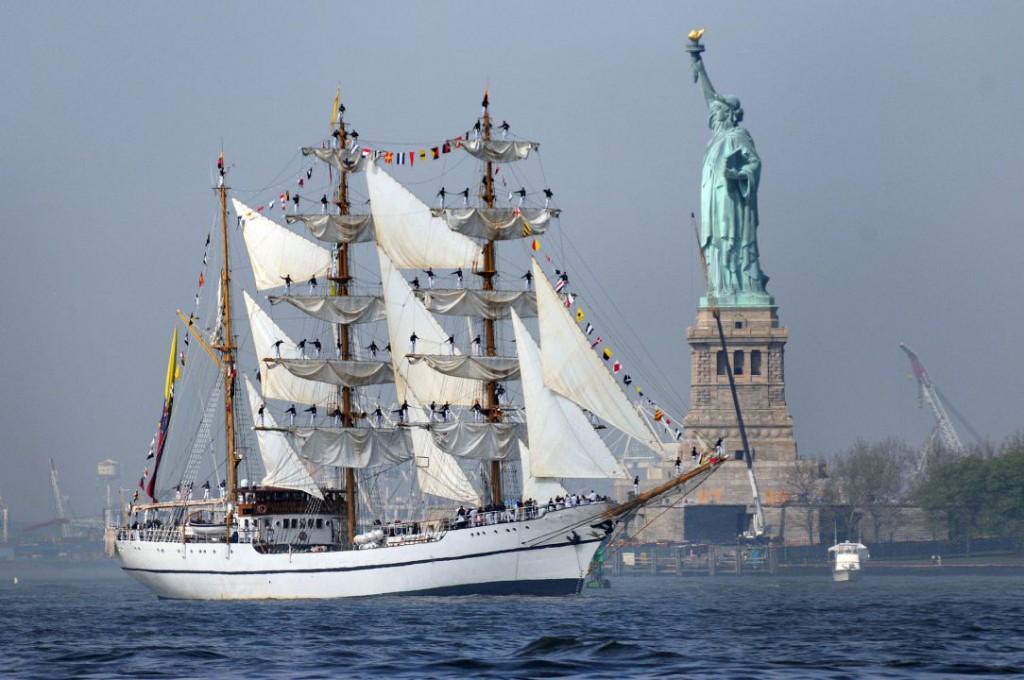 ship-656875_1920