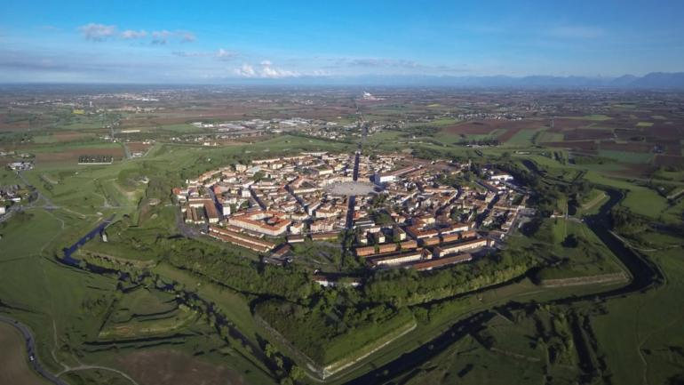 Města a stavby ve tvaru Hvězdy