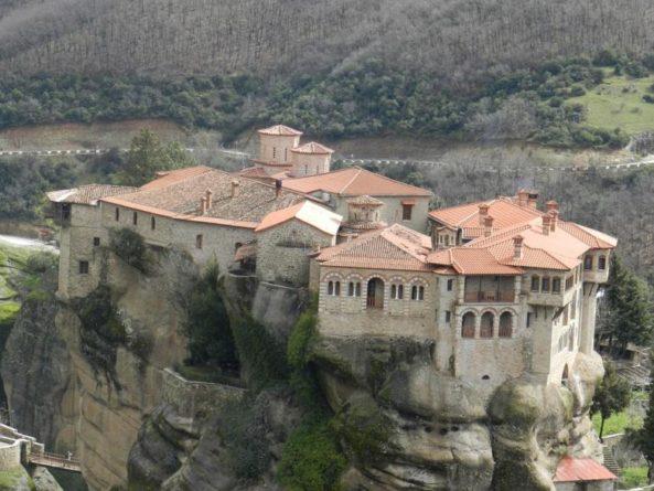 Řecké kláštery vysoko v horách