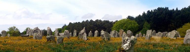 Megalitický monument v Carnacu ve Francii