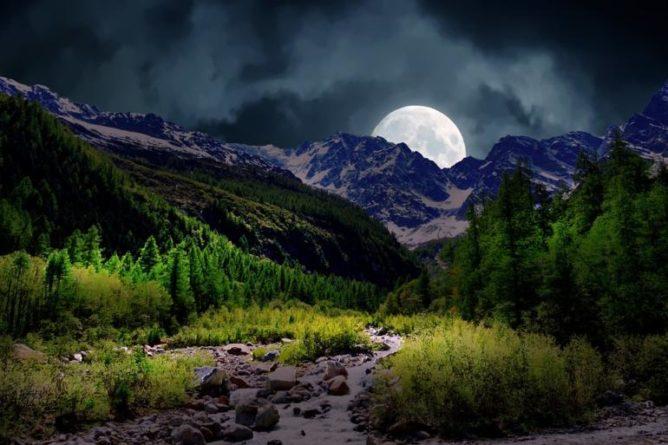 Půlnoční úplňkové čarodějné zaříkání