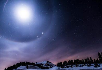 Astrální sféry a zbožňování vesmírných bytostí beze jména a bez tváře